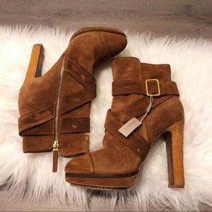 NWT Uterque brown suede heeled booties!